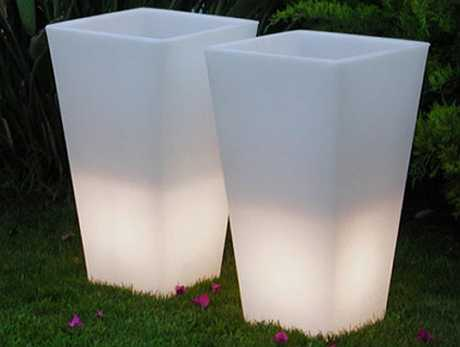 Горшки с подсветкой для сада